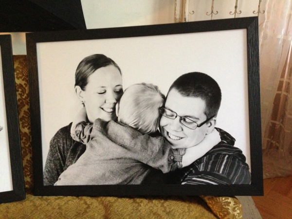 familjeporträtt redo att hämtas - porträttfotograf Bodil Bergman Hughes