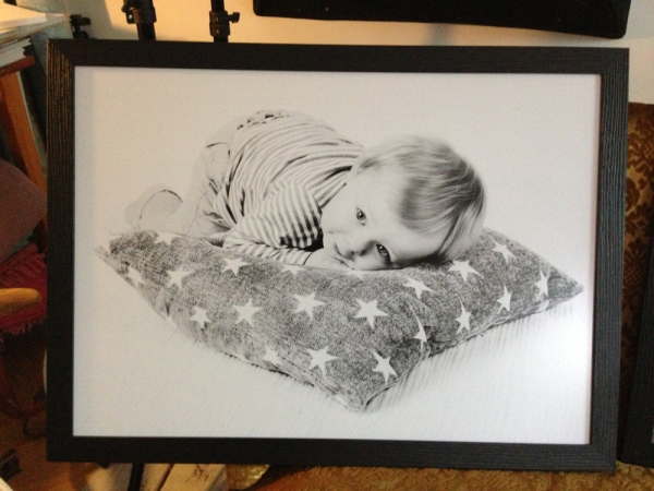 barnporträtt redo att hämtas - barnfotograf Bodil Bergman Hughes